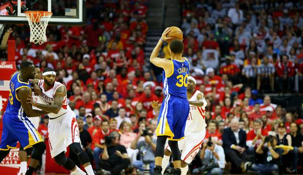 PLATZ 5: Stephen Curry - 295 Dreier in 70 Spielen - Golden State Warriors (Stand: 23. Mai 2017)