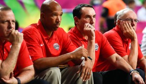 COACHING STAFF: Mike Krzyzewski (2.v.r.,Head Coach, Duke University), Tom Thibodeau (Assistant, Minnesota Timberwolves), Monty Williams (Assistant, OKC Thunder), Jim Boeheim (Assistant, Syracuse)