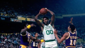 ... die #00 von Robert Parish, #19 (Don Nelson), #21 (Bill Sharman), #22 (Ed Macauley), #23 (Frank Ramsey), #24 (Sam Jones), #25 (K.C. Jones), #31 (Cedric Maxwell), #32 (Kevin McHale), #35 (Reggie Lewis)... es gibt einige!