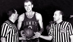All-Time Rebounding Leader: Bob Pettit mit 12.849 Rebounds