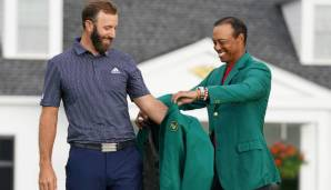 Tiger Woods streifte Dustin Johnson das legendäre Green Jacket über.
